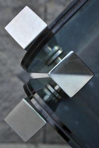 Balaustre acciaio inox e vetro su misura arredi per esterni ville resort hotel