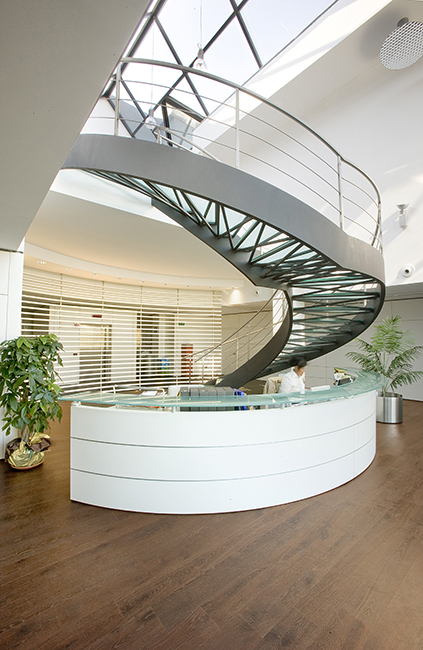 Custom steel staircases and metal balusters for outdoor and indoor - Scale acciaio inox e vetro su misura uffici centri commerciali interni esterni