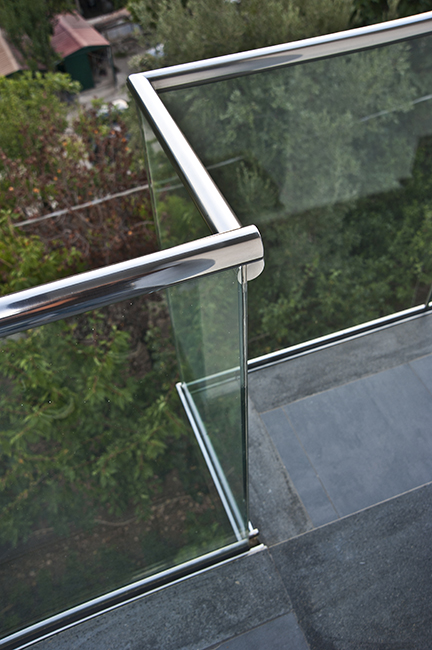 Custom outdoor furnitures - steel and glass balustrades and railings -Balaustre acciaio e vetro arredamento acciaio inox esterni interni su misura