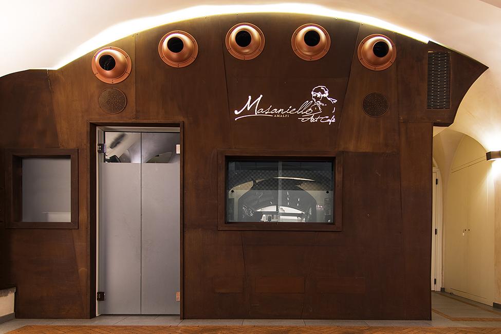 Customized contract furnishings solutions for hotels, restaurants, bars - Arredamento negozi franchising contract lavorazione metalli su misura