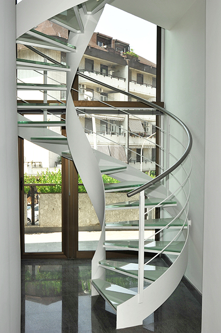 Custom metal furniture - steel staircases railings, balusters and banisters - Scale acciaio inox vetro su misura per interni esterni residenze condomini