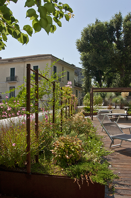 Corten furniture exclusive and custom design for gardens and terraces - Arredamento esterni ville ed hotel di lusso in acciaio e metalli su misura