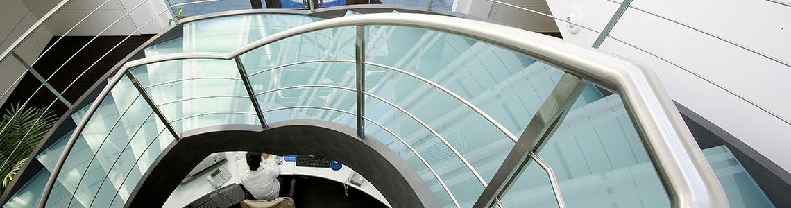 Custom steel staircases and metal balusters for outdoor and indoor - Scale acciaio inox e vetro su misura uffici centri commerciali interni esterni
