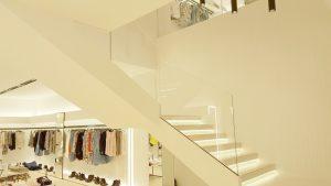 Arredamento negozi moda franchising contract su misura in acciaio inox