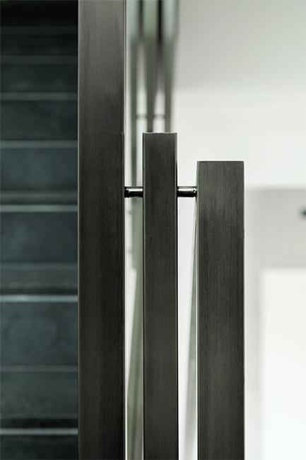 Custom steel railings, stainless steel custom balusters - metal furnishings - Ringhiere scale balaustre acciaio e vetro con tecnologia waterjet realizzate su misura - lavorazione metalli e finiture speciali Lamberti Design