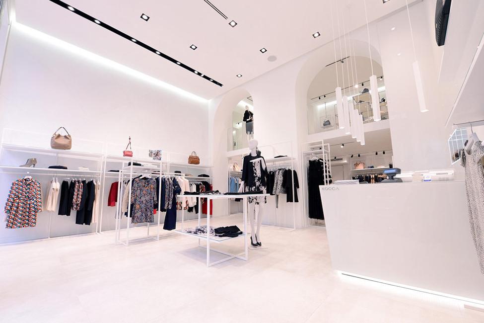 Arredamento negozi franchising contract lavorazione for Arredamento negozi milano