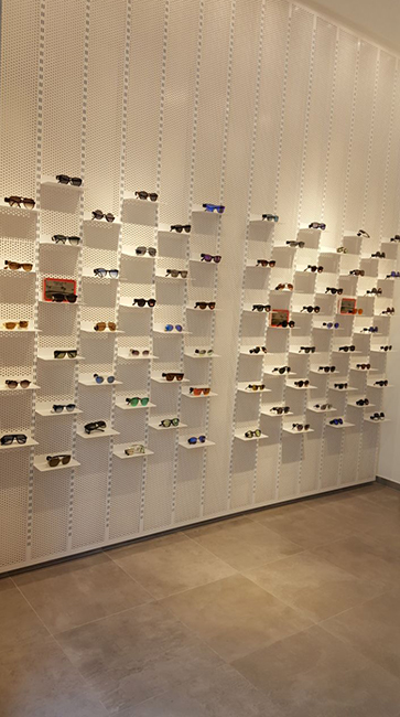 Metal Furniture Contractor for eyeglass stores - Arredamento negozi franchising lavorazione acciaio inox su misura