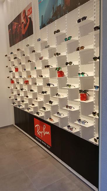 Arredamento negozi franchising lavorazione acciaio inox su misura