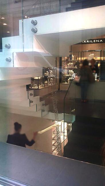 interior metal furnishing | contemporary furniture | italian design and manufacture - Arredo acciaio negozi franchising lavorazione metalli design su misura