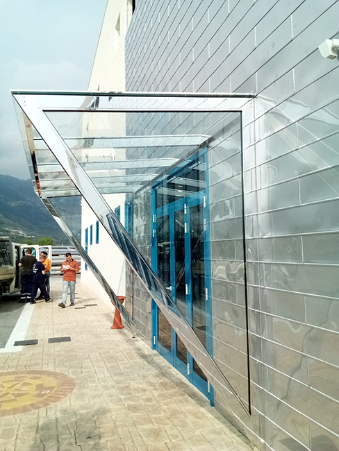 Steel canopy with a mirror finish, laminated and tempered glass - Lamberti Design - Pensiline acciaio lucido, vetro stratificato e temperato - Lamberti Design Outdoor