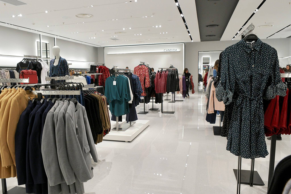 Lamberti Design specializes in contract furnishing projects. Our team engineered, produced and installed the entire store of Candida fashion brand in Italy - Arredamento contract in acciaio e metalli per il brand Candida - Lamberti Design