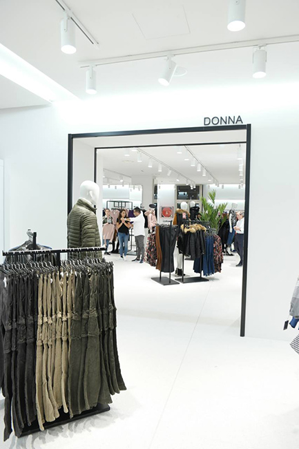Lamberti Design specializes in contract furniture projects. Our team engineered, produced and installed the entire store of Candida fashion brand in Italy - Arredamento negozi in acciaio brand Candida - Lamberti Design