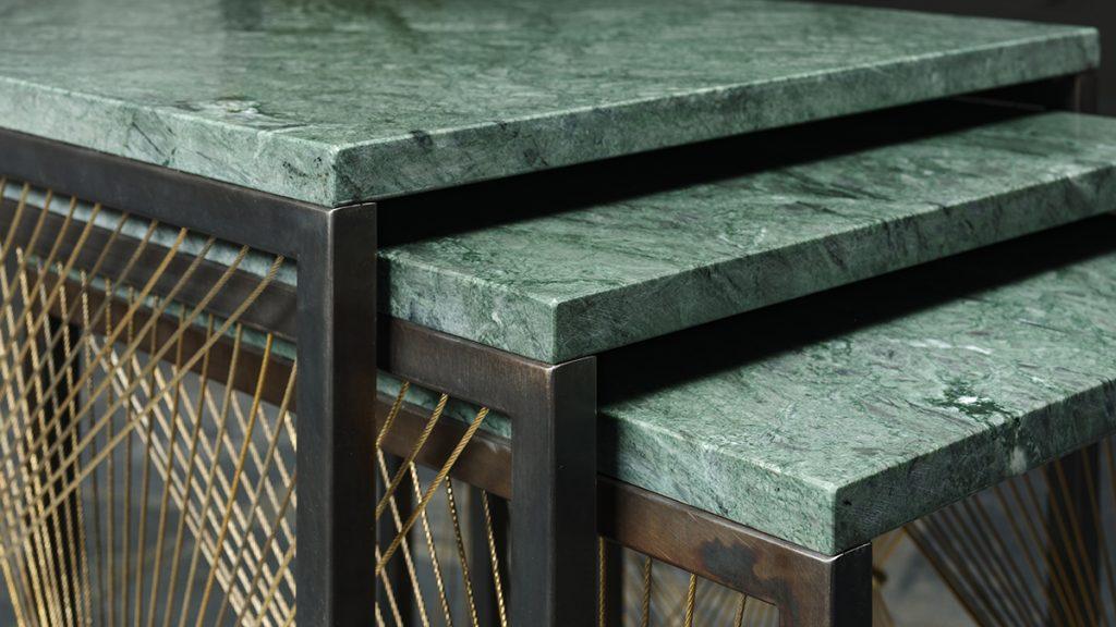 Tavolini design contemporaneo in marmo verde, ottone e acciaio annerito - Lamberti