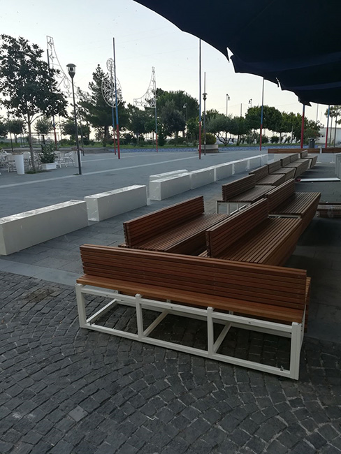 Arredo outdoor in acciaio, legno massello e ceramica vietrese - Lamberti Design